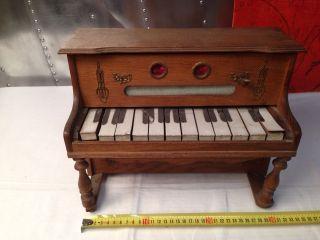 Spielfähiges Puppenklavier Oder Pianino.  Spielwerk Funktionert Bild