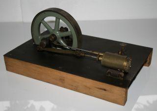 Uralte Dampfmaschine / Antriebsteil Bild