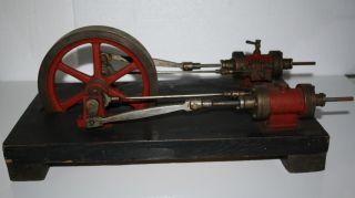 Riesige Uralte Und Schwere Dampfmaschine / Antriebsteil Bild