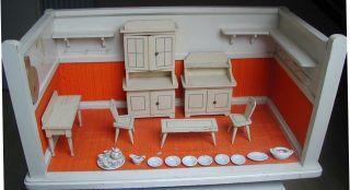 Puppenküche Mit Einrichtung Um 1900 Bild