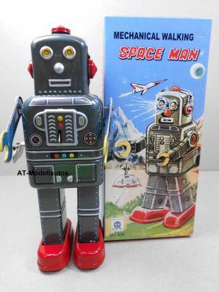 Blechroboter Space Man 19 Cm.  Ovp Roboter Aus Blech Blechspielzeug Ms 439 Bild