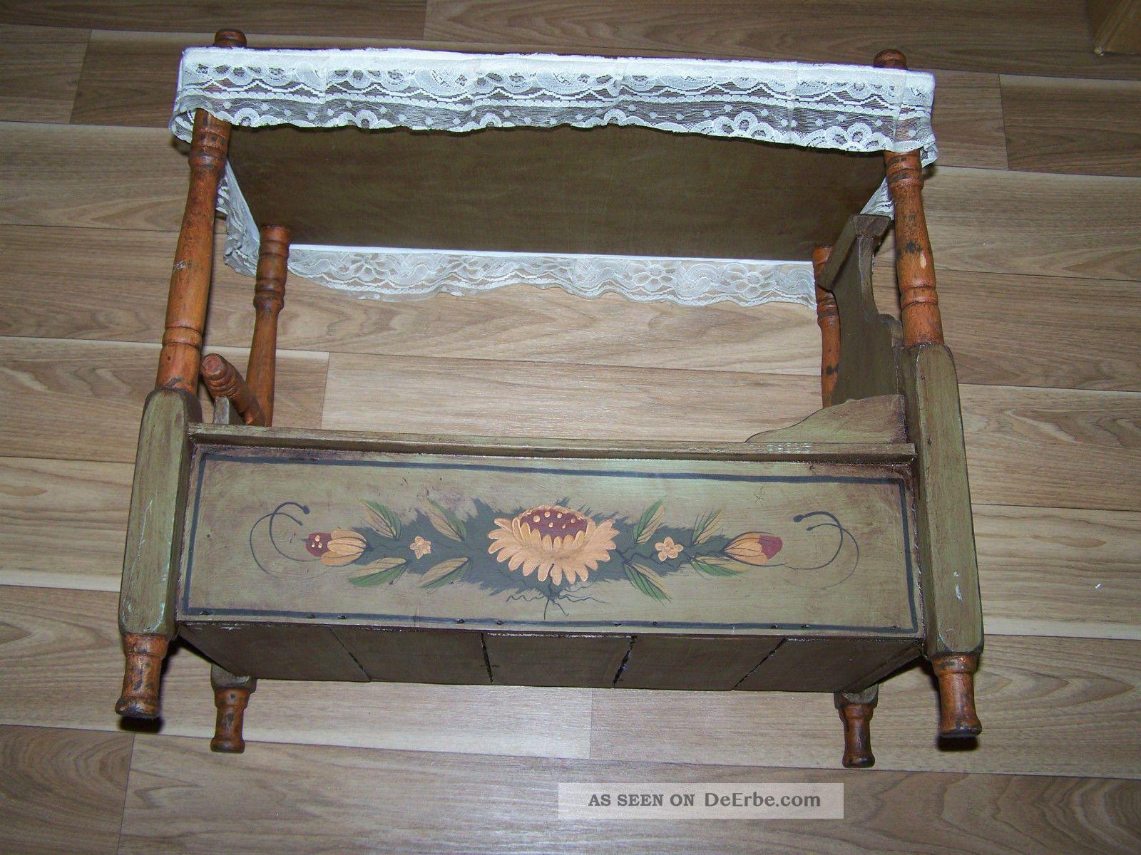 altes puppenbett hochbett aus holz mit bauermalerei. Black Bedroom Furniture Sets. Home Design Ideas