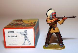 Elastolin Figur Häuptling Mit Gewehr Im Originalkarton Art.  Nr 6840 In Bem.  2 Bild