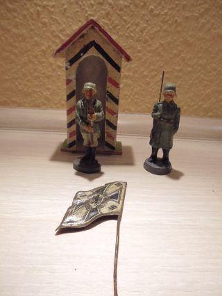 Elastolin - 2 Soldaten - 1 Wachhaus 1 Große Blechfahne Org 30er Bild