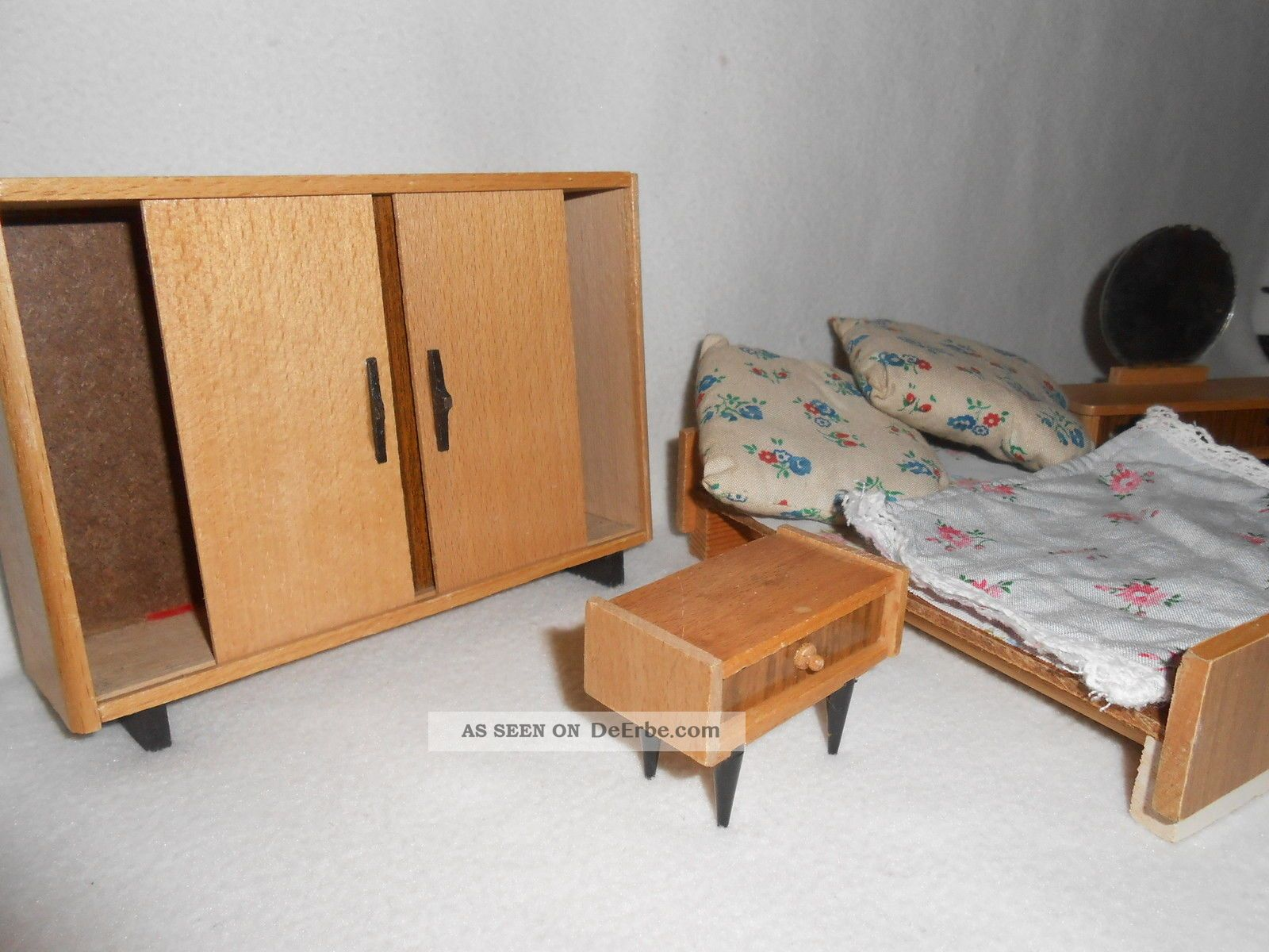 ddr puppenstube komplettes schlafzimmer m bel holz konvolut schrank bett kommode. Black Bedroom Furniture Sets. Home Design Ideas