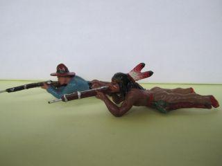 Masse Indianer U.  Cowboy Liegend Mit Gewehr,  Serie 7 Cm. Bild