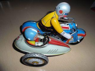 Altes Blech Motorrad Mit Beiwagen. Bild