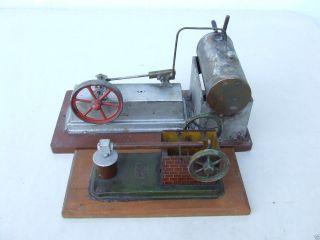 Alte Dampfmaschine Und Ein Antriebsmodell Bild