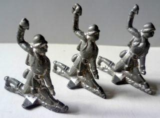 3 Soldaten Werfen Granate Ca.  4 X 4,  5 Cm,  Denke Aus Blei Vor 1945 (22) Bild
