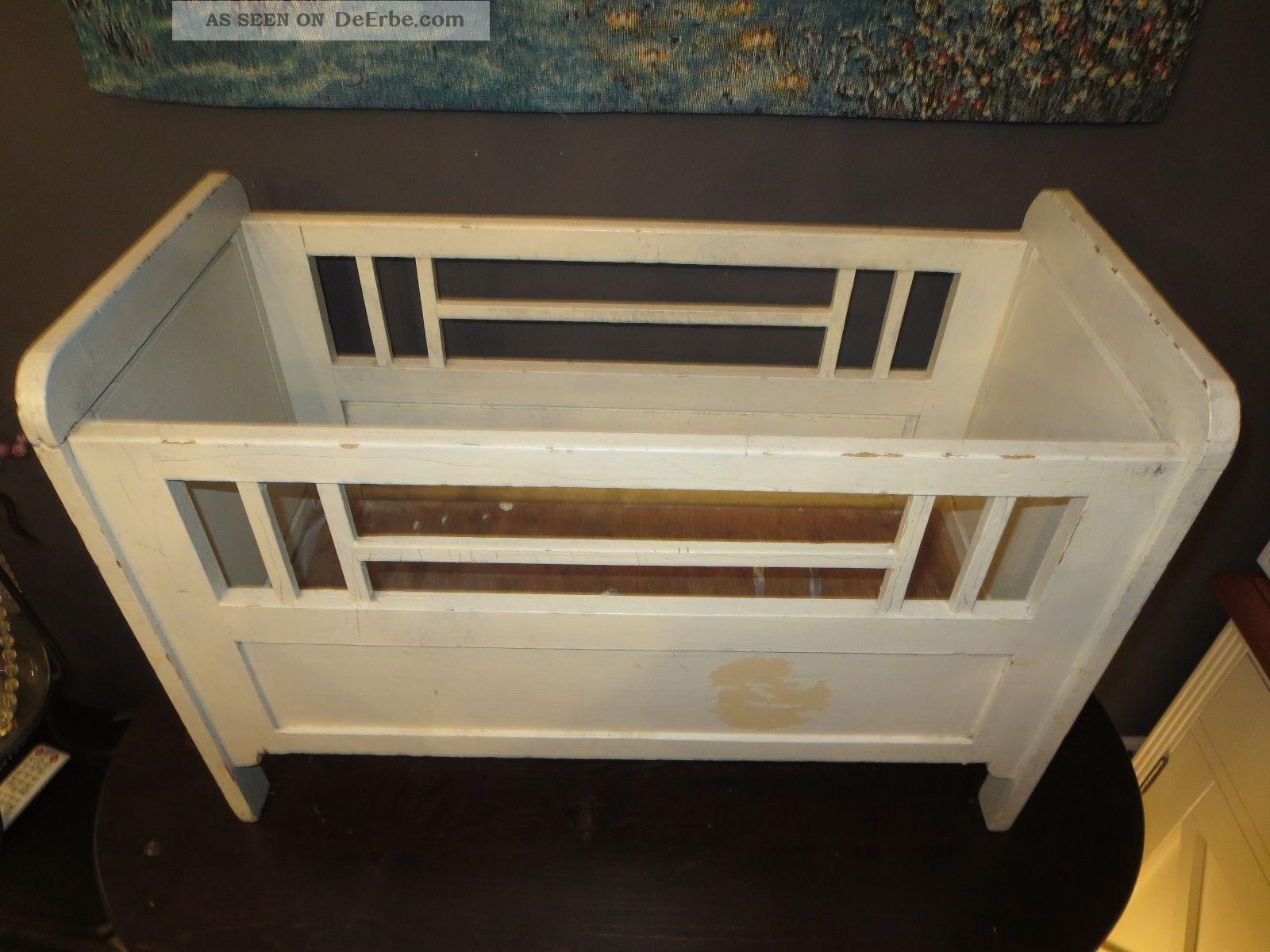antikes gitterbett um 1900 puppenbett aus holz f r antike puppe puppenstube. Black Bedroom Furniture Sets. Home Design Ideas