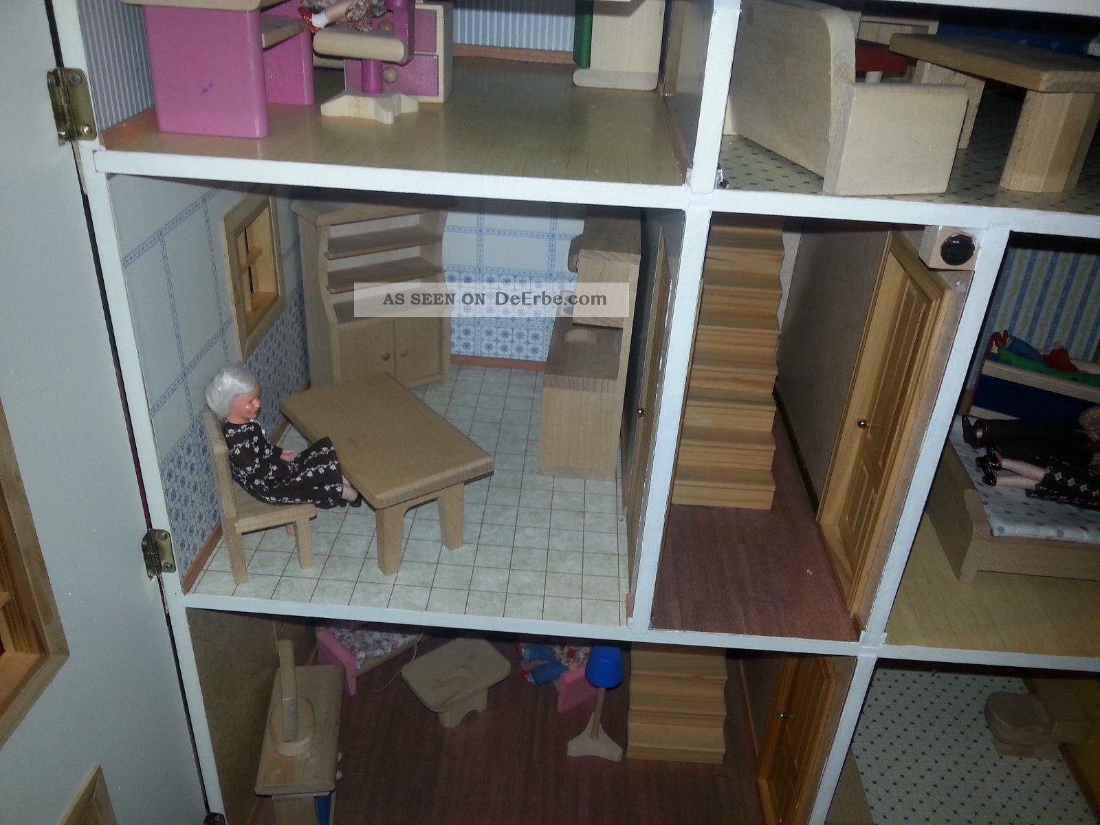 weihnachten steht vor der t r villa aus holz m bel aus holz. Black Bedroom Furniture Sets. Home Design Ideas