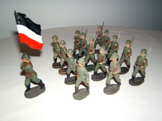 Konvolut,  15 Massefiguren,  Offiziere,  Landser,  Elastolin,  Wehrmacht Soldaten. Bild