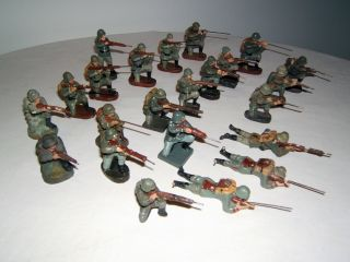 Konvolut,  23 Massefiguren,  Elastolin,  Lineol Usw.  Wehrmacht Soldaten,  Schützen. Bild