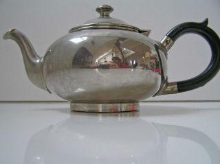 Formschöne Teekanne Metall Verchromt,  Holzgriff Bild