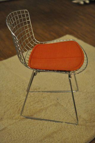 Designklassiker: Sechs Bertoia 420c Stühle Bild