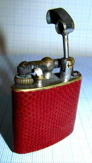 Frankreich 1930er Jahre Benzin Liftarmfeuerzeug Mit Schlangenleder Ummantelt Und Bild