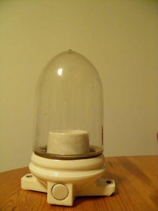 Alte Hoflampe Kellerlampe Wandlampe Fabriklampe Glaskolben Bauhaus Porzellan Bild