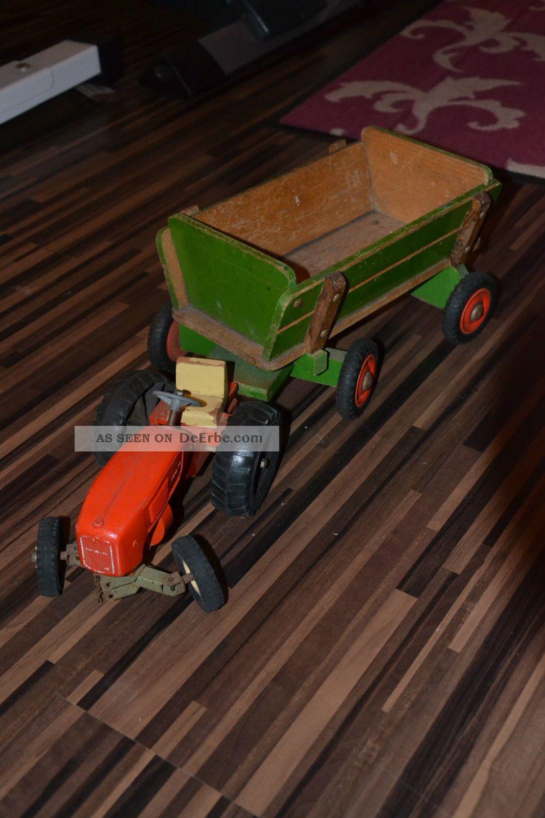 antikspielzeug altes spielzeug traktor mit holzanh nger. Black Bedroom Furniture Sets. Home Design Ideas