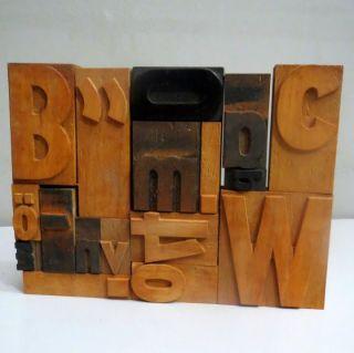 17 Holzlettern,  Plakatlettern,  Holzbuchstaben,  Typographie Bild
