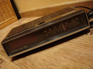 Radiowecker Universum 70er Radio Holzdekor Mit Digitalzahlen Bild