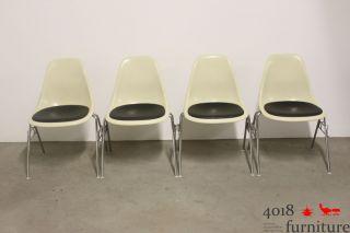 4 X Herman Miller Vitra Eames Sidechair Fiberglas Creme Polster Schwarz Bild