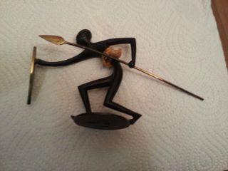 Hagenauer Wiener Bronze Gemarkt Mit Whw: Afrikanischer Krieger Gebückt. Bild