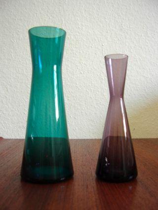 2 Stylische Bunte Vasen,  X - Förmig,  Buntglas,  Wagenfeld Ära,  Mid Century Design Bild
