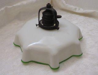 Schöne Alte Lampe Glas,  Weiß,  Grüner Rand,  Drehschalter,  Messinghalterung Bild