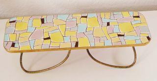 Kleine Blumenbank Tischgestell Muster Bunt Messingrand Messingbeine 50er - Jahre Bild