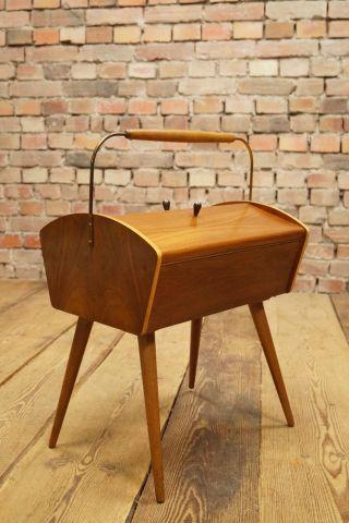 Danish Modern Nussbaum NÄhtisch Tisch NÄhkorb NÄhwagen Sewing Basket Vintage 2 Bild