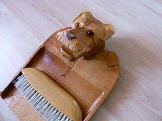 Antikes Tischkehrset,  Hund,  Geschnitzt Erzgebirge Schaufel & Krümelbesen 1935 Bild