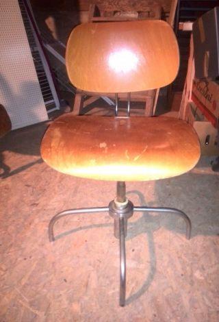 Alter Drehbarer Werkstattstuhl Arbeitsstuhl Drehstuhl Verstellbarer Lehne Bild