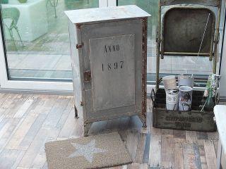 Antiker Loft Industrie Werkzeugschrank / Metallschrank Bild