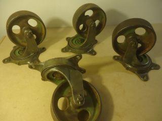 Alte Eisenräder Gussräder Palettenwagen Rollpalette Bild