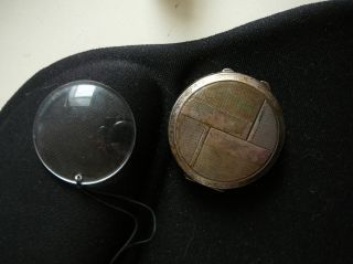 Art Deco - Rundes Metall Etui Mit Einzelnem (brillen) Glas (lupe?) Bild