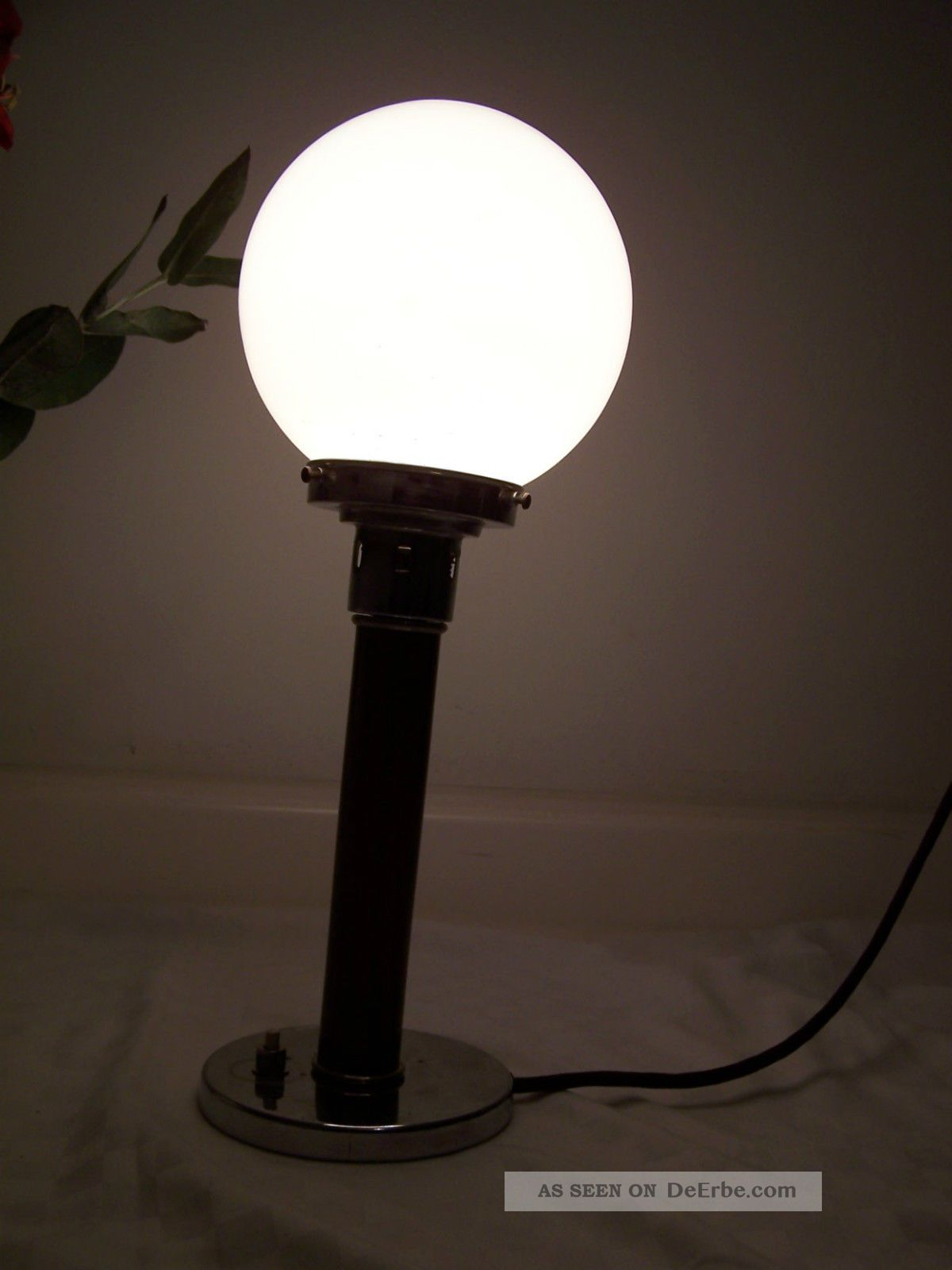 bauhaus lampe opalglasschirm art deco tischlampe kugellampe chrom nussbaum. Black Bedroom Furniture Sets. Home Design Ideas