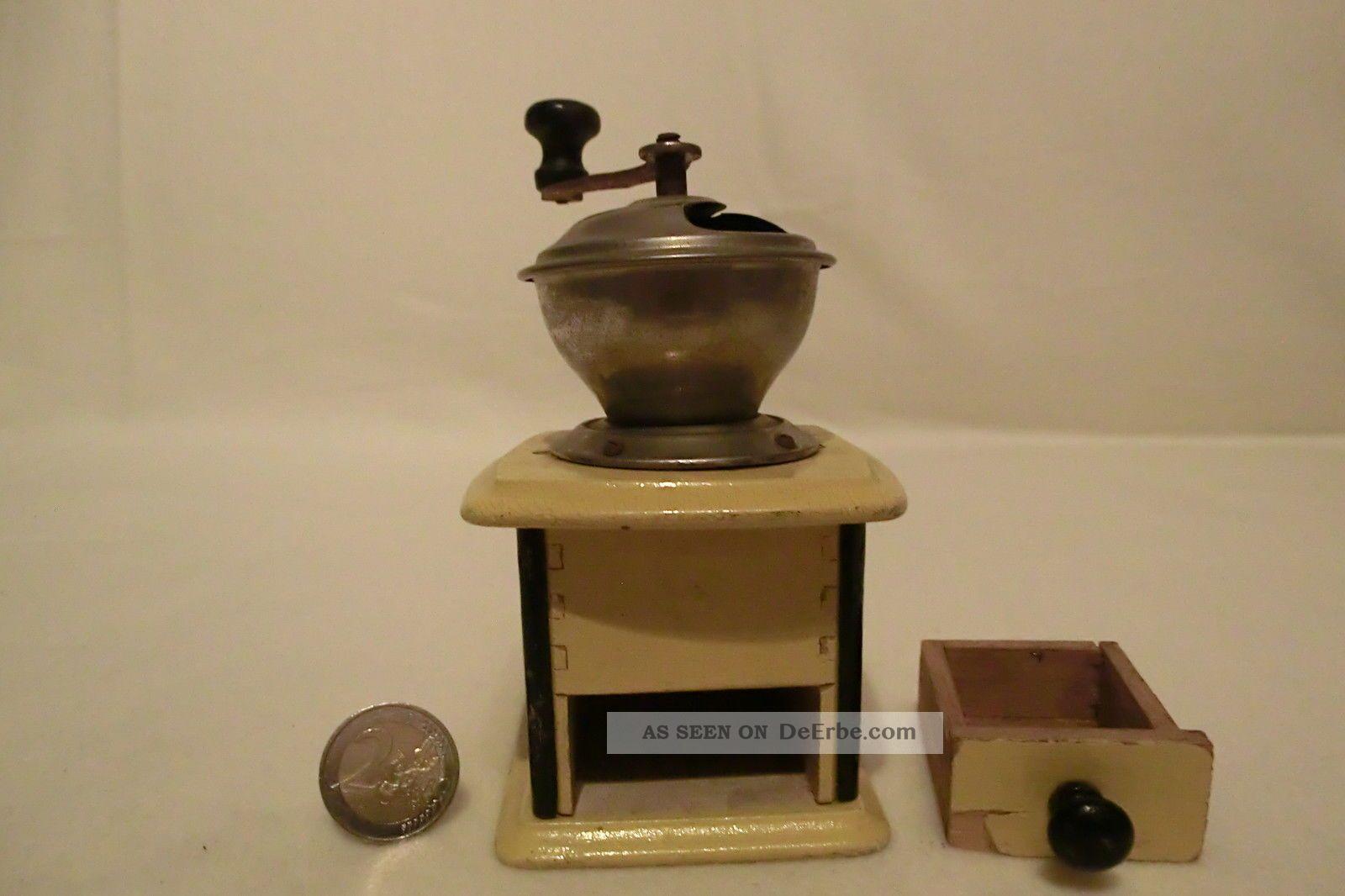 31 alte kaffeem hle f r puppenk che puppenstube holz und blech um 1920. Black Bedroom Furniture Sets. Home Design Ideas