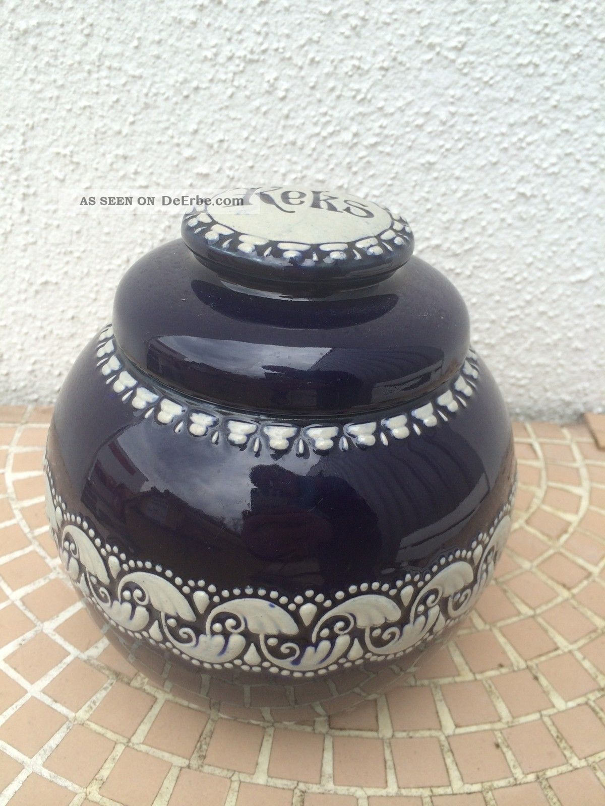 alte keramikdose f r kekse mit deckel sch ne handarbeit. Black Bedroom Furniture Sets. Home Design Ideas