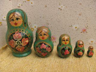 Schöne Alte Grüne Matrioschka - 5 Puppen Ineinander - Äußere Puppe 9 Cm Groß Bild