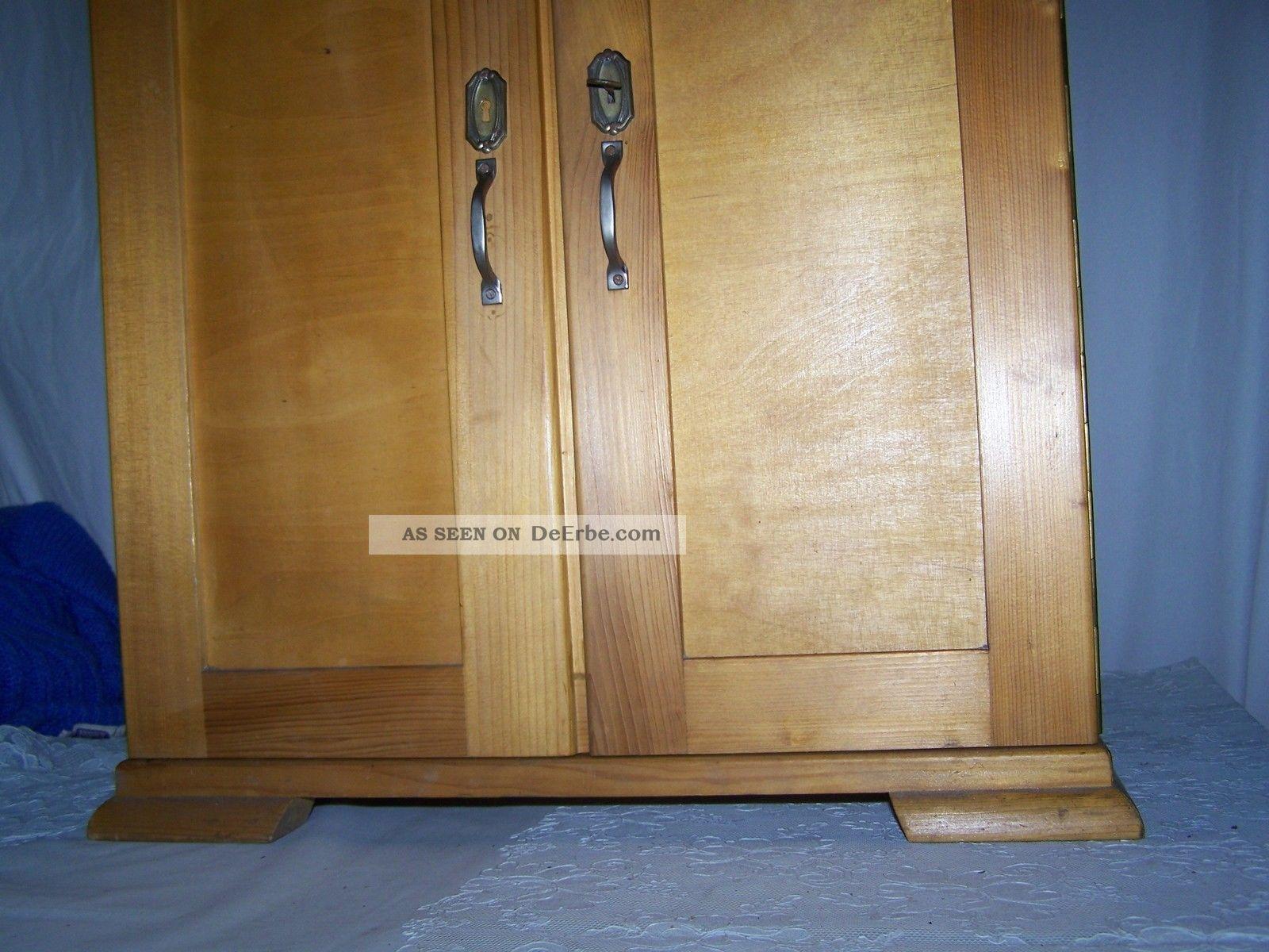 antiker puppen kleiderschrank aus den 40 bis 50er jahren. Black Bedroom Furniture Sets. Home Design Ideas