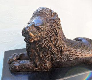 Sehr Schöner Löwe Aus Bronze Auf Marmorsockel Um 1900 Aus Der Jugendstil Zeit Bild