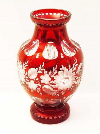Wunderschöne Vase,  Roter Überfang,  Floral Geschliffen Bild