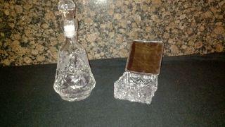 Kristall - Karaffe Und Kristall - Behälter Mit Silberfarbenen Deckel Aus Nachlass Bild