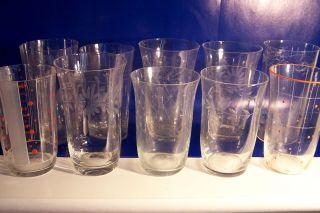 11 X Verschiedene Dekors,  Trinkglas,  Saftglas,  Becher,  Wasserglas,  Weinglas,  Um 1930 Bild