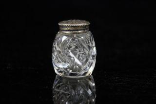 Antiker Salzstreuer Aus Kristall Mit 800er Silber Deckel Gewürzstreuer 4 Cm Bild