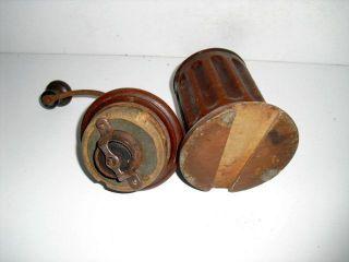 Antike Kaffeemühle Blech Unten Eingezapft Für Tischhalterung Um 1900 Bild