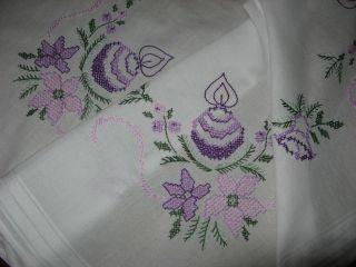 Schöne Weihnachtsdecke - Handarbeit - Weihnachtliche Stickerei - Tischdecke Bild
