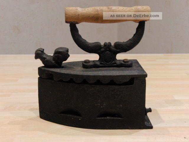 Antikes Kohlebügeleisen - Schweres Gusseisen - Altes Bügeleisen Haushalt Bild