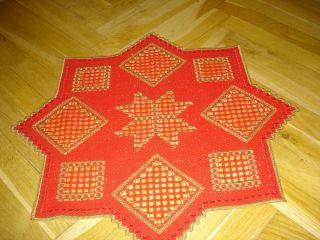 Handgearbeiteter Stern Mit Hardanger – Stickerei,  Roter Glitzerstoff 50 X 50 Cm Bild