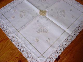 Weihnachts - Deckchen,  Creme - Weiß,  Satin,  Spitze,  Stickerei,  Handarbeit 44 X 44 Cm Bild